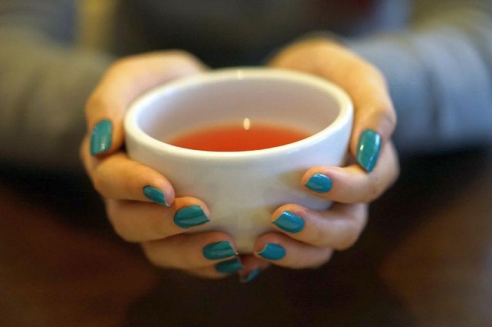Anumite ceaiuri sunt diuretice naturale care împiedică retenția de apă. Foto: Pixabay