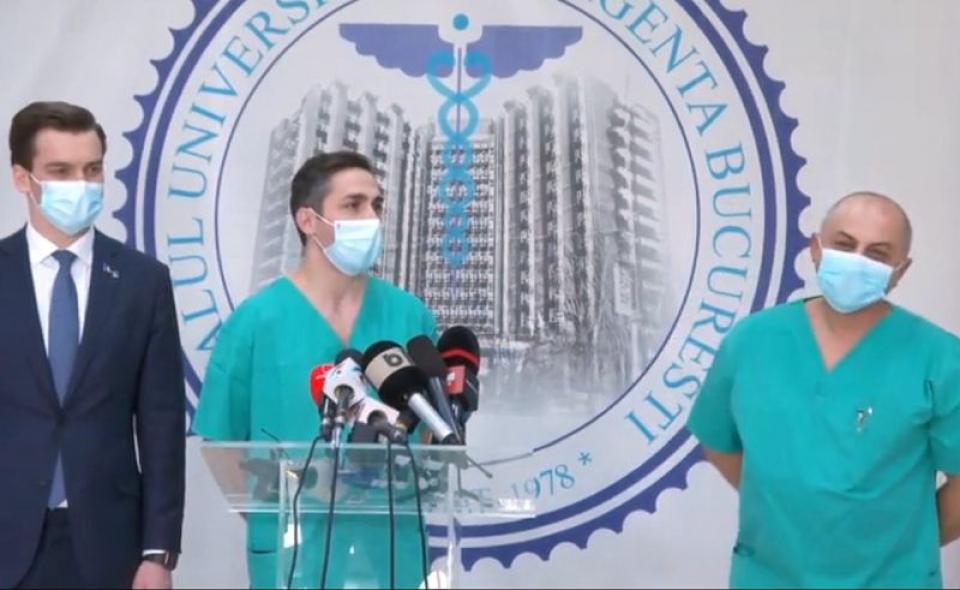 Dr Valeriu Gheorghiță, foto centru.