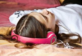 Muzica te ajută să ai un somn mai bun. Foto: Pixabay