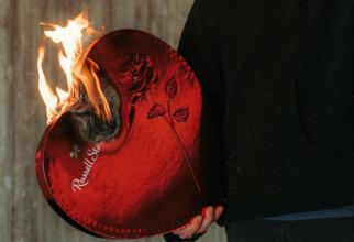Zodiac: zodiile care îți frâng inima. Foto: Unsplash/Jakob Rosen