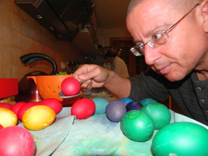 Dr Tudor Ciuhodaru expică ce reguli trebuie să respectăm la masa de Paște. Foto: Facebook