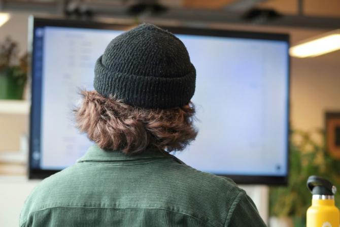 Legătură între minte ș un computer. Foto: Unsplash