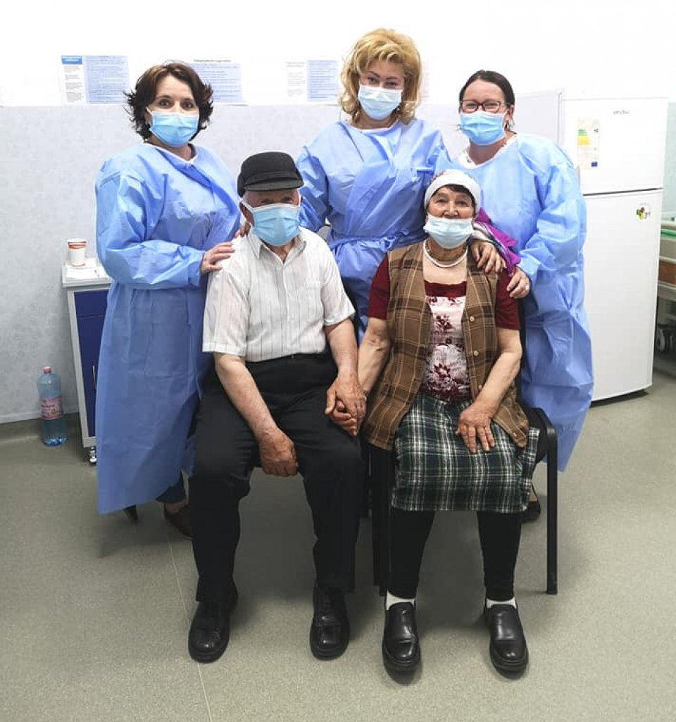 Soții Antoci din Suhuleț-Tansa  FOTO: Facebook Ro Vaccinare/Centrul Medical Țibănești