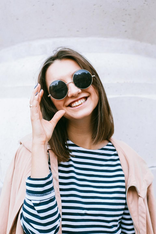 Ochelarii de soare trebuie aleși cu atenție   Foto: pexels.com