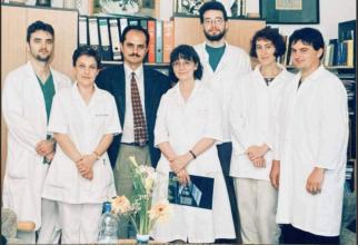 """Echipa care a realizat la Timșoara primul transplant de  măduvă. Foto: Asociatia pentru Spitalul de Copii """"Louis Turcanu"""" Timisoara / Facebook"""