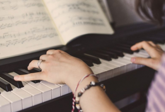 O sonată pentru două piane a lii Mozart reduce frecvența crizelor epileptice. Foto: Pixabay