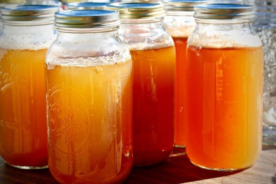 Remediul pentru reflux acid se poate amesteca într-un borcan. Foto: Pixabay