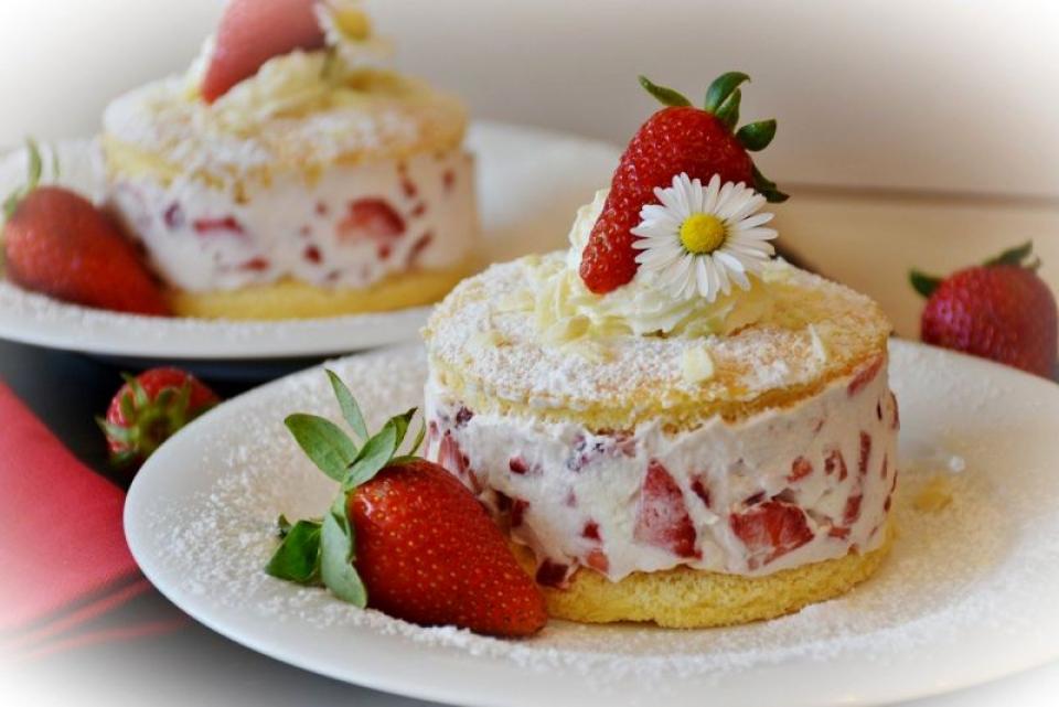 Tort de căpșuni cu brânză. Foto: Pixabay