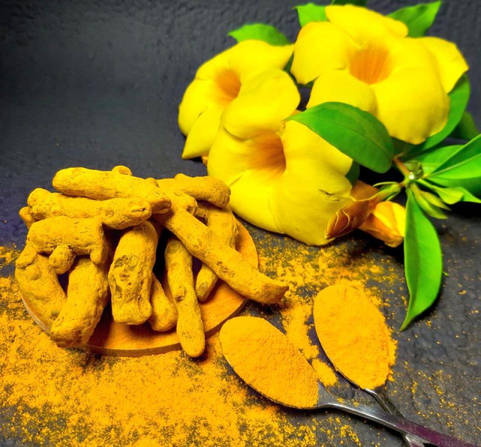 Uleiul de turmeric, beneficii. Foto: Tamanna Rumee / Unsplash
