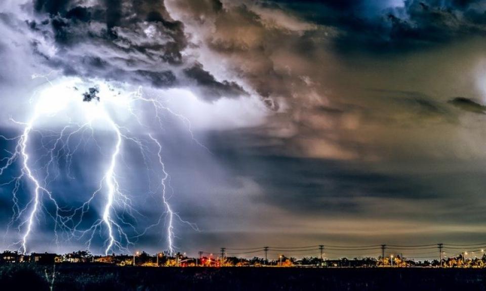 Ce să nu faci pe furtună. Foto: Pixabay