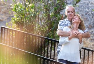 O imbrațișare își poate face tensiunea arterială să scadă. Foto: Pixabay