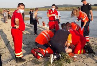 Cinci adolescenți s-au înecat astăzi în râul Siret, iar medicii nu au mai reușit să-i resusciteze. Foto: ISU Bacău