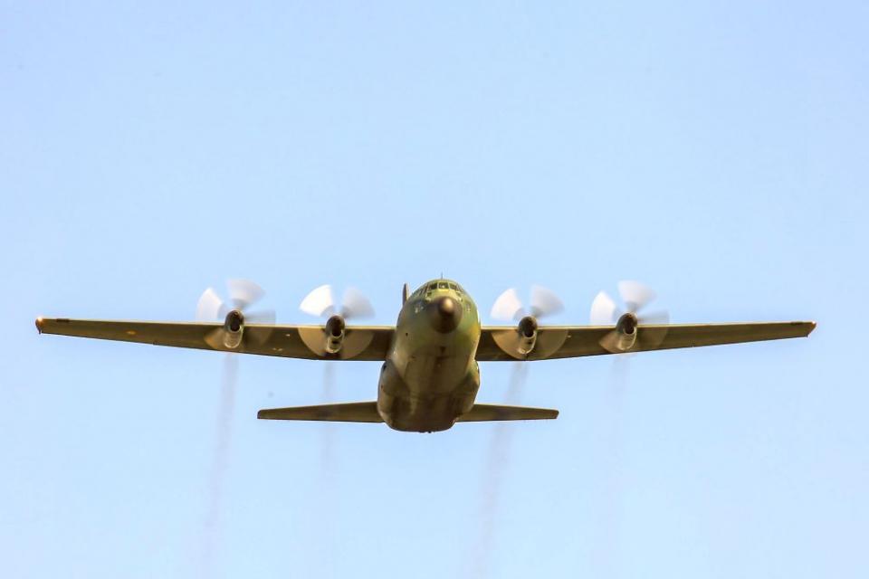 Un avion militar Spartan va transporta dozele de vaccin COVID-19 donate de România Tunisiei. Foto: MApN