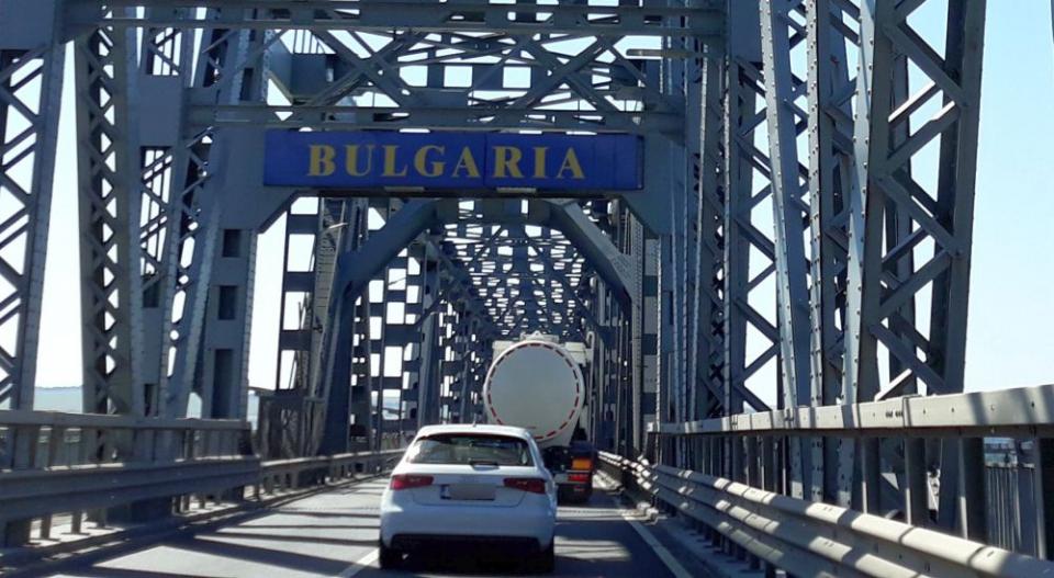 Trecerea frontierei în Bulgaria pe podul de la Giurgiu-Ruse. Foto: Dana Lascu
