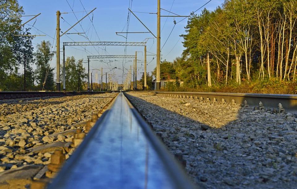 Tren, cale ferată       Foto: pixabay.com