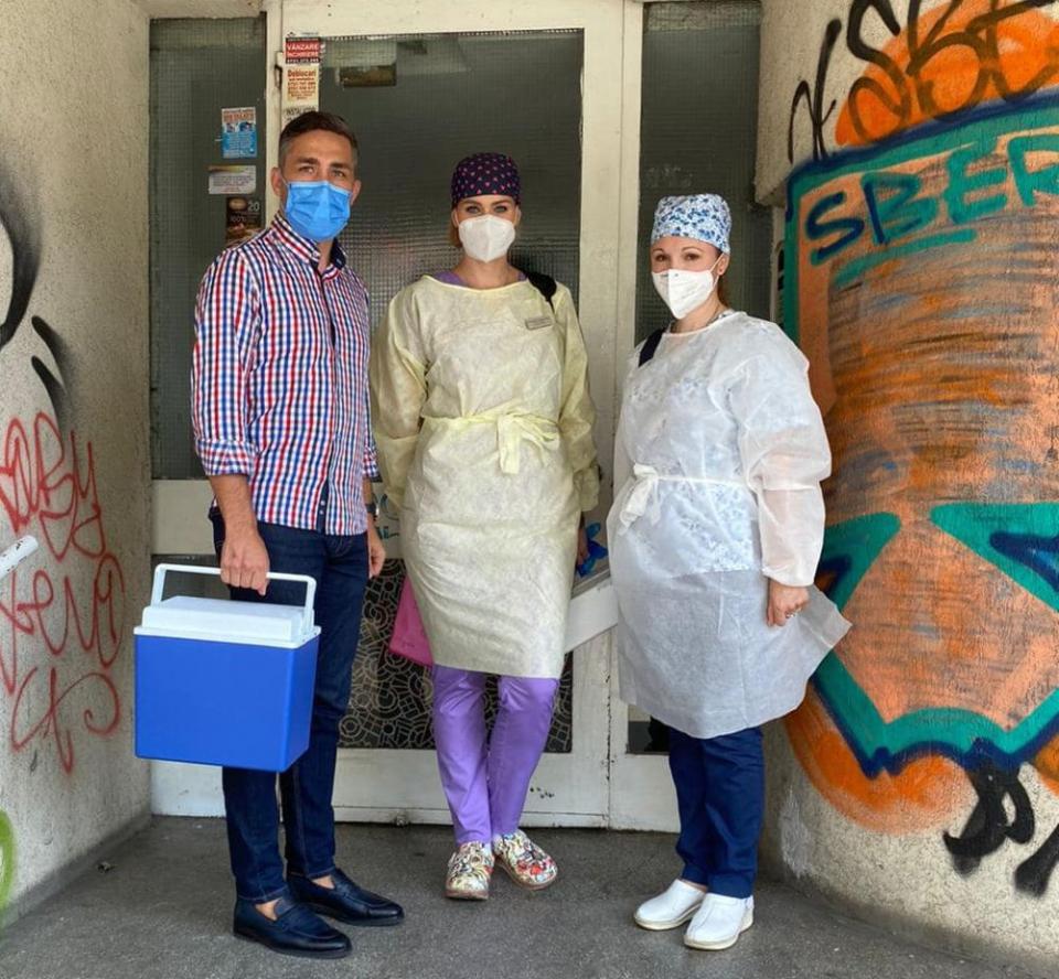 Valeriu Gheorghiță însoțește echipa mobilă de vaccinare la Vama Veche. Foto: RoVaccinare