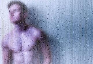 Bărbații n-are trebui să facă niciodată baie cu apă fierbinte. Foto: Pixabay