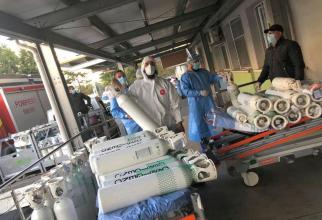 Sptalele din Bucuresti sunt pline cu pacienti COVID-19 care au nevoie de tuburi de oxigen. Sursa foto: Spitalul Sfantul Pantelimon din Bucuresti