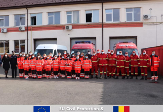 Zecile de cadre medicale din Republica Moldova care muncesc deja la Spitalul modular din Lețcani. Foto: DSU