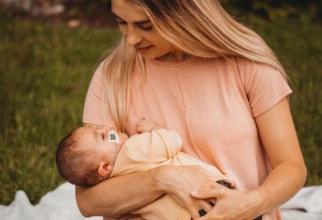 Lucinda Andrew și fiul ei, care suferă de o boală rară  Foto: Facebook