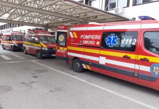 Coadă de ambulanțe în fața Spitalului Județean Arad. Foto: Spitalul Județean Arad / Facebook