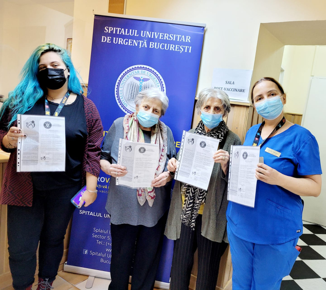 Trei generații la vaccinare anti-COVID  FOTO: Facebook Ro Vaccinare